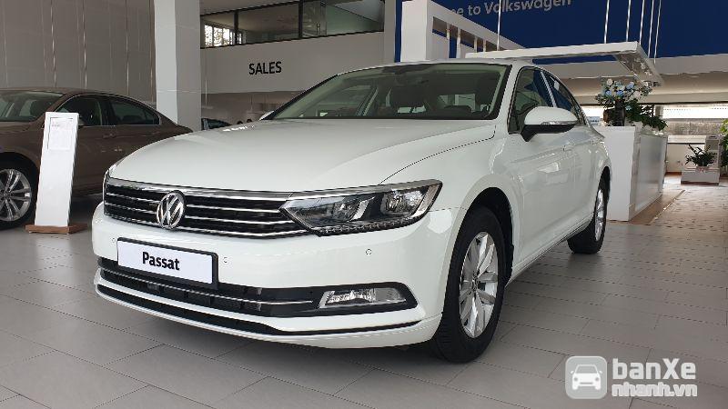 Volkswagen Passat Comfort nhập khẩu, màu trắng quà tặng khủng